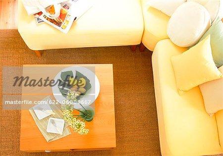 Obenliegende Ansicht der Couchtisch im Wohnzimmer