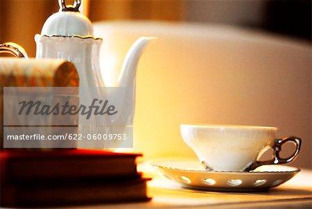 Tee-Set auf Tisch