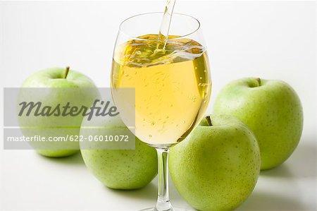 Äpfel und Apfelsaft