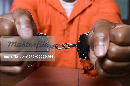 Gros plan criminel, menotté