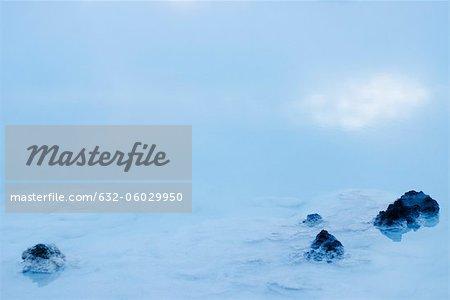 Roches volcaniques dans le Blue Lagoon, péninsule de Reykjanes, Islande