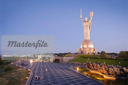 Mutterland-Statue (Rodina Mat) und das National War Museum, Kiew, Ukraine, Europa