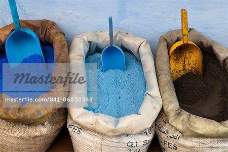 Pigmente und Gewürze zu verkaufen in der Kasbah, Chefchaouen, Tangeri-Tetouan-Region, Rif-Gebirge, Marokko, Nordafrika, Afrika