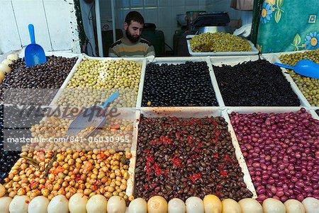 Olive-Verkäufer, Straßenmarkt, Medina, Tetouan, UNESCO Weltkulturerbe, Marokko, Nordafrika, Afrika