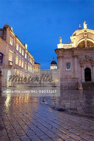 L'église St. Blaise et la cathédrale pendant la nuit, la vieille ville, patrimoine mondial de l'UNESCO, Dubrovnik, Croatie, Europe