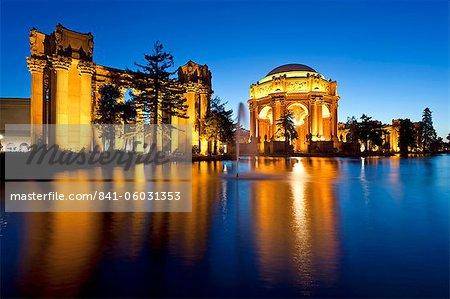 Palais des beaux-arts, éclairée la nuit, San Francisco, Californie, États-Unis d'Amérique, Amérique du Nord