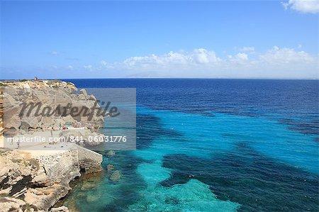 Rochers et la mer, Trapani, Sicile, île de Favignana, Italie, Méditerranée, Europe