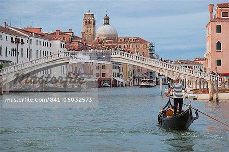 Blick auf den Canal Grande vor dem Bahnhof von einem öffentlichen Wasserbus, Venedig, UNESCO Weltkulturerbe, Veneto, Italien, Europa