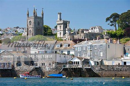 La ville de Fowey, vu depuis le fleuve Fowey Cornwall, Angleterre, Royaume-Uni, Europe