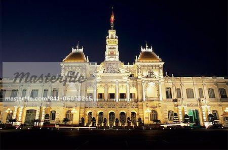 Hôtel de Ville (hôtel de Ho Chi Minh ville) dans la nuit, Ho Chi Minh ville (Saigon), Viêt Nam, Indochine, Asie du sud-est, Asie