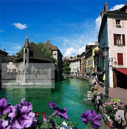 Canal et Palais de l'Ile, Annecy, lac d'Annecy, Rhone Alpes, France, Europe