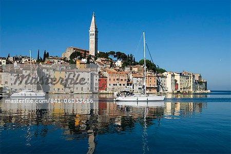 La vieille ville et l'église de Sainte-Euphémie, Rovinj, Istrie, Croatie, Adriatic, Europe