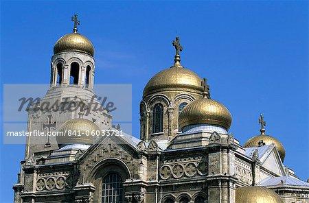 Or dômes de la cathédrale de l'Assomption, Varna, Black Sea coast, Bulgarie, Europe