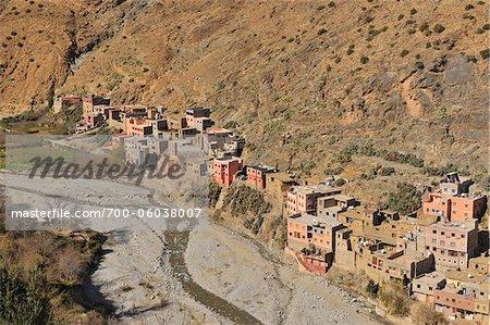 Maisons dans les montagnes de l'Atlas, vallée de l'Ourika, Maroc