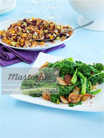 Rappini et échalotes et salade de haricots