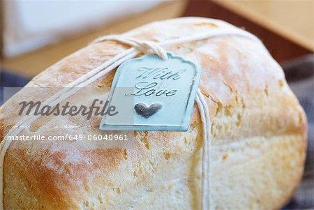 Gros plan de balise sur du pain frais cuit au four