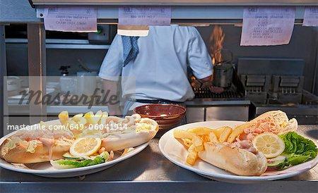 Platten aus Essen in der Küche