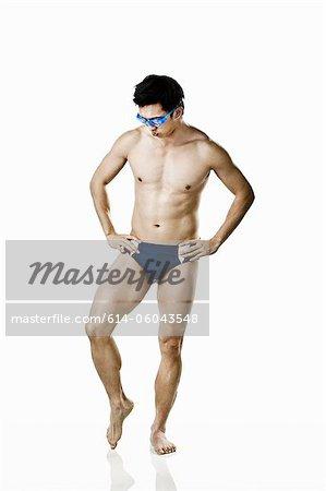 Schwimmer tragen Badehosen