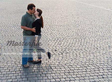 Couple romantique d'Italie, Rome, cité du Vatican, baiser