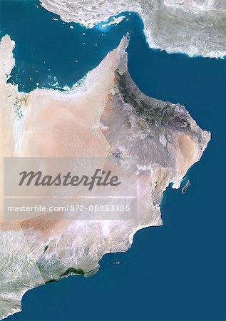 Oman, Moyen Orient, l'Asie, la valeur True Image Satellite de couleur avec la frontière et le masque. Vue satellite de l'Oman (avec bordure et masque). Cette image a été compilée à partir de données acquises par les satellites LANDSAT 5 & 7.