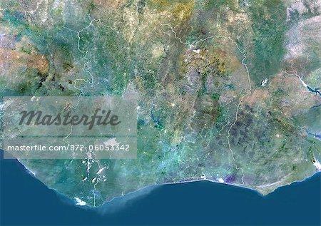 Côte d'Ivoire, Afrique, vraie couleur Image Satellite avec bordure. Vue satellite de la côte d'Ivoire (avec bordure). Cette image a été compilée à partir de données acquises par les satellites LANDSAT 5 & 7.