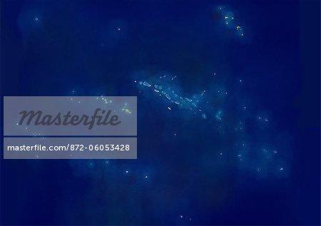 Polynésie française, Océanie, vraie couleur Image-Satellite. Vue satellite de la Polynésie française. Les groupes d'îles sont les îles Australes, îles Gambier, Marquises, îles de la société (y compris Tahiti), archipel des Tuamotu. Cette image a été compilée à partir de données acquises par les satellites LANDSAT 5 & 7.