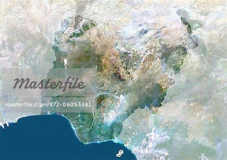 Au Nigeria, l'Afrique, véritable couleur Satellite Image avec masque. Vue satellite du Nigéria (avec masque). Cette image a été compilée à partir de données acquises par les satellites LANDSAT 5 & 7.