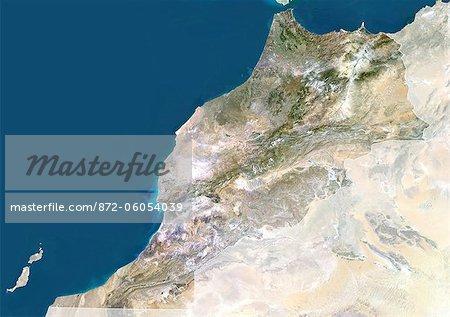 Maroc, True Image Satellite couleur avec masque et de la frontière. Maroc. Image de satellite de vraies couleurs du Maroc, avec masque et de la frontière. Le détroit de Gibraltar est en haut au centre. La Méditerranée est à l'est de ce détroit, avec l'océan Atlantique à l'Ouest. Cette image a été compilée à partir de données acquises par les satellites LANDSAT 5 & 7.