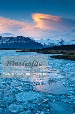 Jokulsarlon Gletscher Lagune in der Abenddämmerung, Island