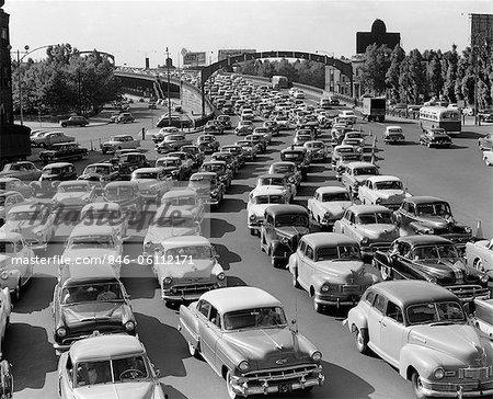 ANNÉES 1950 HEAVY TRAFFIC BEN FRANKLIN BRIDGE PHILADELPHIA PA