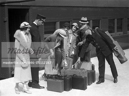 ANNÉES 1930 ANNÉES 1920 VOYAGEURS SUR PLATE-FORME IDENTIFICATION DES BAGAGES POUR PORTER