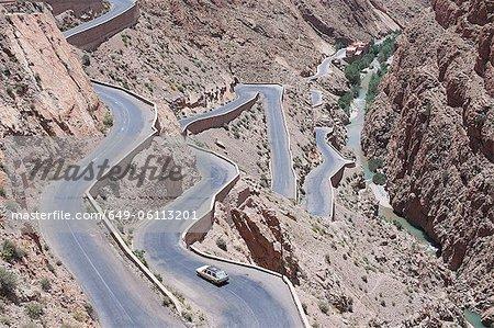 Luftaufnahme der kurvenreiche Bergstrasse