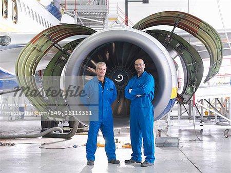 Travailleurs permanent de moteur d'avion