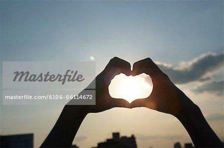 Menschen die Liebe Herzform mit Händen, Nahaufnahme