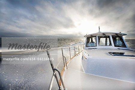 Macht Boot und Ozean-spray