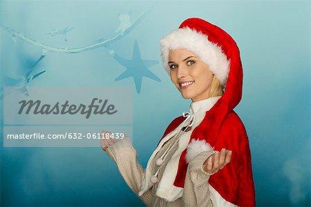 Femme portant le Bonnet devant festif fond, portrait