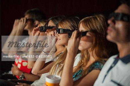 Public à déplacer théâtre chausser des lunettes 3D