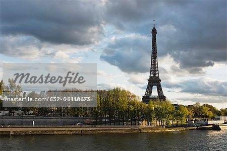 Tour Eiffel vue de Seine, Paris, France