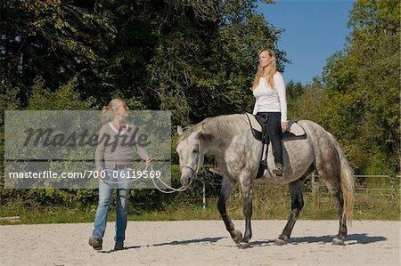 Frau lernen, Ride Pferd
