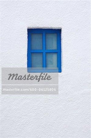 Blaue Fenster der Kirche, Oia, Santorin, Kykladen, griechische Inseln, Griechenland