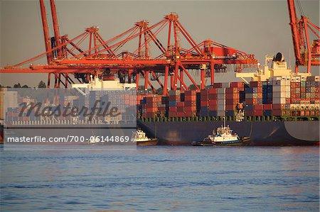 Navires cargo dans le Port, port de Vancouver, Vancouver, Colombie-Britannique, Canada