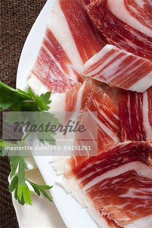 Jambon espagnol, coupé en morceaux