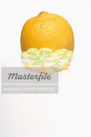 Comprimés de vitamines et de citron