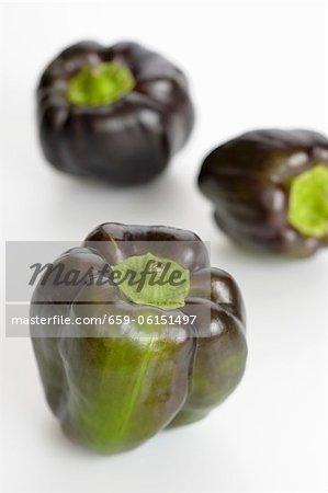 Trois poivrons noirs