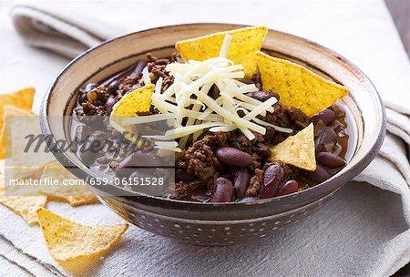 Chili con carne en coupe avec des croustilles