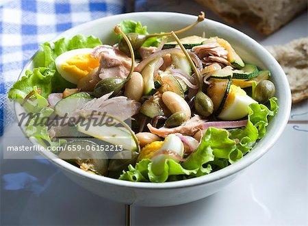 Thunfischsalat mit weissen Bohnen, Eiern und Kapern