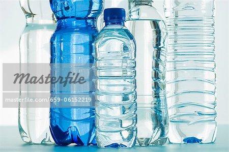 Des bouteilles d'eau minérale