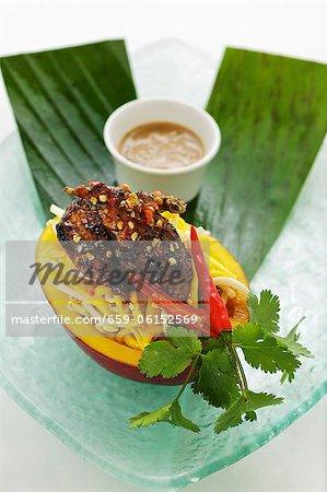 Mangue et caille salade sauce de coriandre et arachides (Asie)