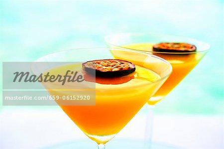 Summerstar Martinis avec champagne et des fruits de la passion