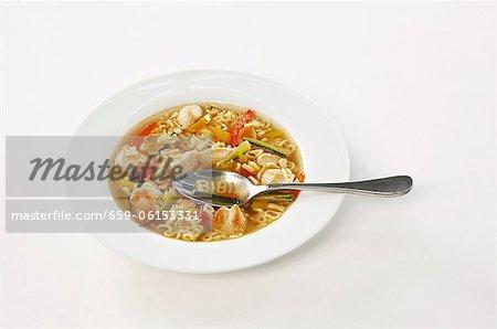 Soupe aux légume et au poulet et alphabet nouilles